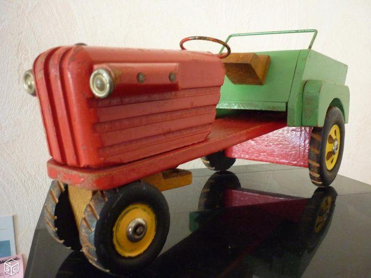 Ancien tracteur jouet en bois