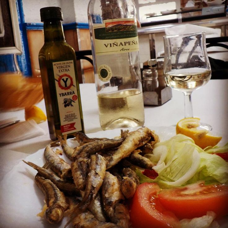 #boquerones (European anchovies) in #barcelona 🌊🐟 #summer2016 I love it when  a €10 fixed menu comes with practically a whole bottle of wine 🍷 ❤👏🏼 #spain #barceloneta #españa #anchovies #wine #europe #travel #travelgram #travelfoodie #beach #beachlife #seafood #vinoespañol #foodie #foodinsta #inspired #nostalgia #spanishfood #comidaespañola #wino #vino #winelovers #patadeperro