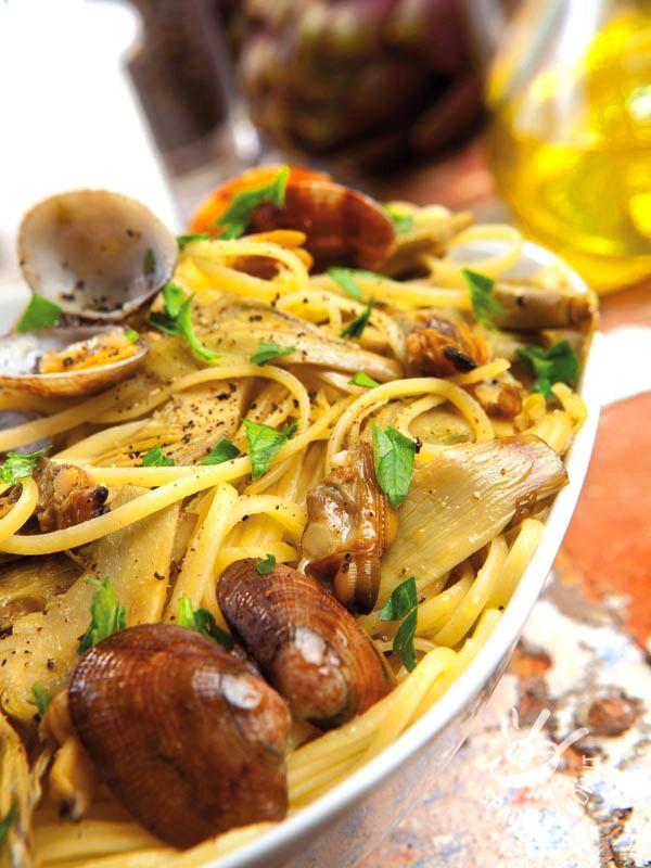Artichoke linguine and clams - Le Linguine carciofi e vongole veraci, dal sapore inconfondibile e dai profumi irresistibili, è un primo gustoso con il quale otterrete un gran successo!