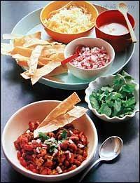 Drůbeží chili s opraženými proužky tortily (snadné párty pohoštění)