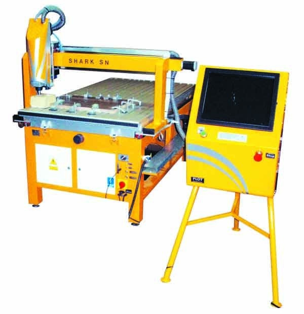 Najstarsza seria maszyn, wykonywana z profesjonalnych części w najniższej z możliwych cen. Shark na przeznaczenie do wyrobów elementów małoseryjnych w większości przypadków 2 lub 2,5 D Głównie służą do rozkroju i grawerowania płyt z tworzyw sztucznych drewna, metali kolorowych. Radzi sobie z rozkrojem blachy stalowej do 2 mm. Są ekonomicznymi maszynami pracującymi ze średnimi prędkościami, przewidziane dla poligrafii, małoseryjnej produkcji, jako maszyny szkoleniowe i dydaktyczne.