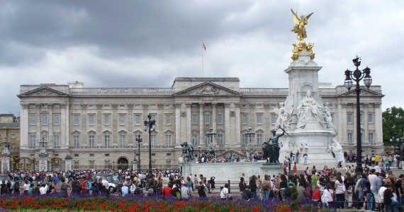 #TOP10 turistických míst v Londýně. Trafalgarské náměstí, Buckinghamský palác a další...  http://jentop10.cz/londyn-desitka-nejatraktivnejsich-turistickych-mist/2/