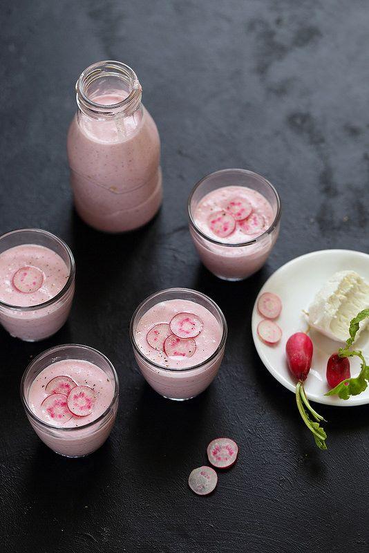 Un dejeuner de soleil: Soupe froide de radis rose et chèvre