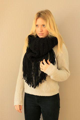 Black Fringe Cowl Handmade. Miyuki Crochet Montreal