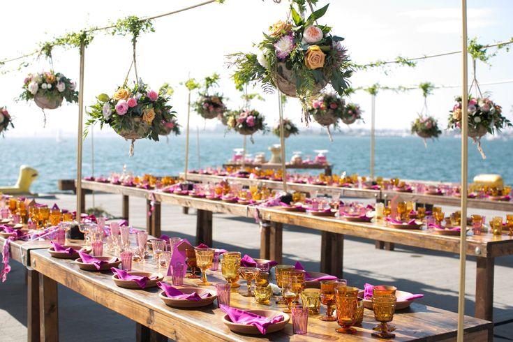 Decoração de casamento pink com vasos suspensos
