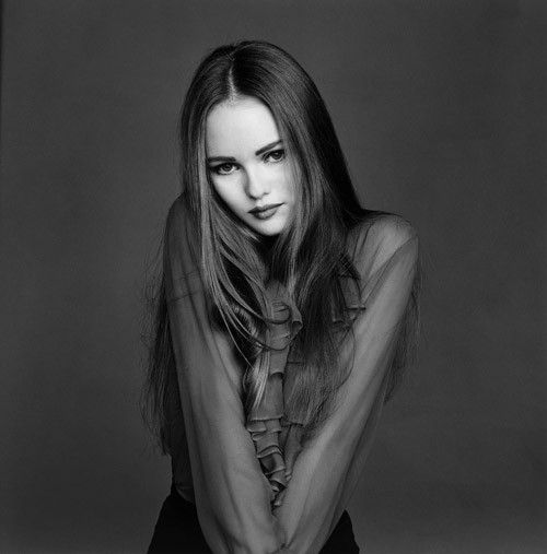 Vanessa Paradis (Johnny Depp's ex-lover) so beautiful. Lovely long hair - so versatile.