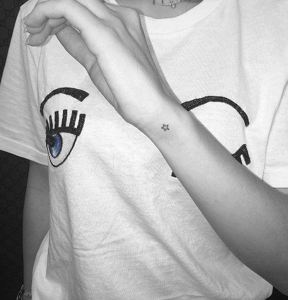 60+ kleine Tattoos Jedes Mädchen träumt davon, bekommen zu werden