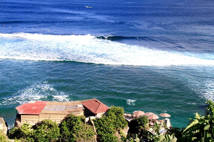 A vast stretch of blue ocean as far as the eyes can see highlighted with endless rolls of waves storming the shore is truly the perfect setting for the thrilling surfing adventure at Suluban Beach.