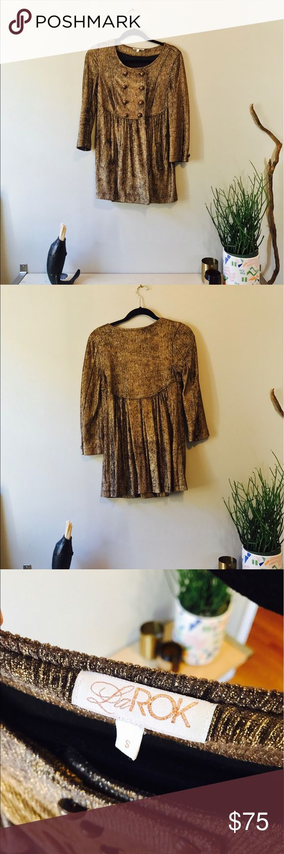 La Rok Tunic. Size S. Gold La Rok double breasted tunic for sale. Throw your hair in a ponytail and glam it up. 💅💄 la rok Tops Tunics