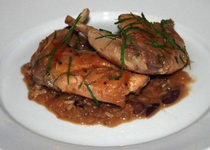 Il Coniglio in umido con fagioli è una preparazione che è presente in diverse zone d'Italia, cucinato sopratutto nei periodi invernali. Il coniglio i...