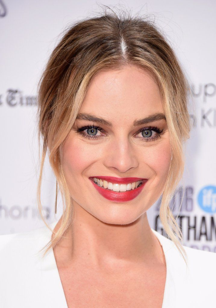 Margot Robbie Great Hair Margot Often Goes Too Blonde Or Too Into The Cool Side Of Blonde Light Summers Margot Robbie Hair Best Hair Dye Hair Color Trends