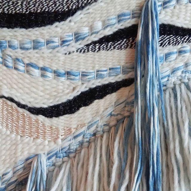 Goodmorning. Looking forward to get some weaving done today#nomvolvankleur #nomweven #madebynom #nomworkshop #weaving #tapestryweaving