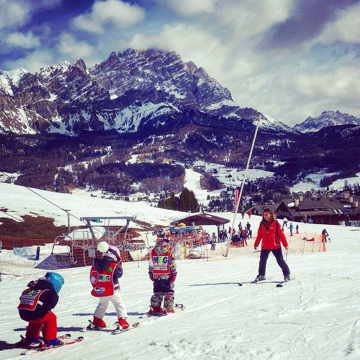 work in progress👊🏼!!! #winter #newseason #ski #snow #workinprogress   www.scuolascicortina.com/