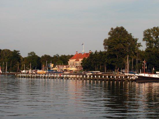 De Meerweg wordt een nog aantrekkelijker recreatiegebied. U kunt straks genieten van het prachtige natuurgebied Friescheveen op het nieuwe w...