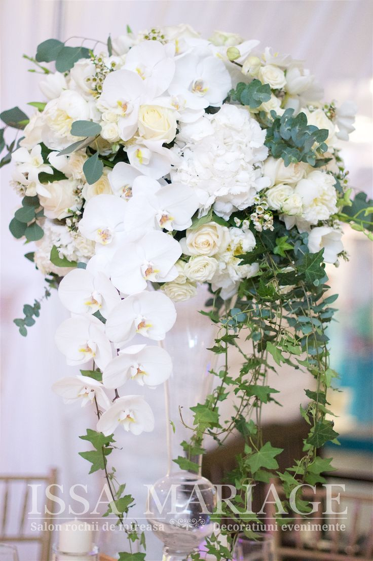 Aranjament floral nunta curgator cu orhidee si iedera IssaMariage 2017
