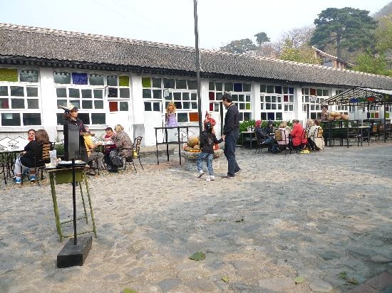 Eat: The Schoolhouse at Mutianyu Great Wall