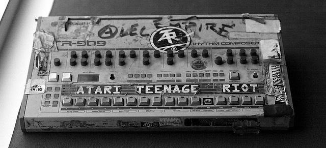 alec empire 39 s tr 909 drummachine synths. Black Bedroom Furniture Sets. Home Design Ideas