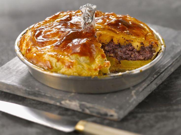 Découvrez la recette Tourte au boudin et aux 2 pommes sur cuisineactuelle.fr.