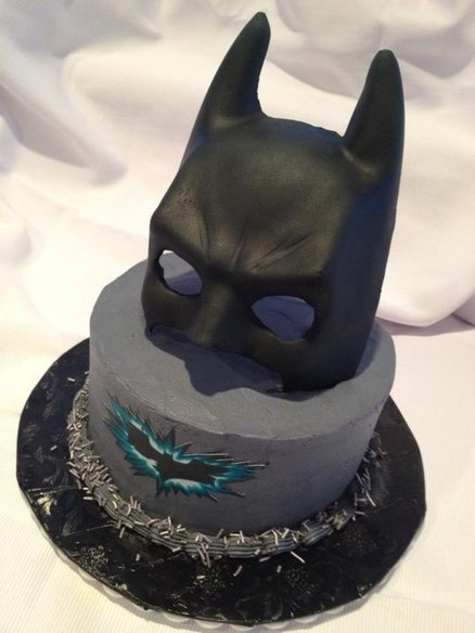 Batman - by How Sweet It Is @ CakesDecor.com - cake decorating website