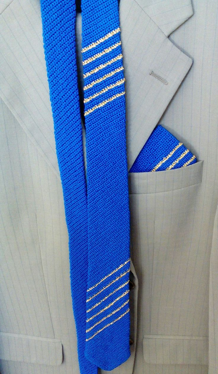 Cravatta e fazzolettino realizzato all uncinetto