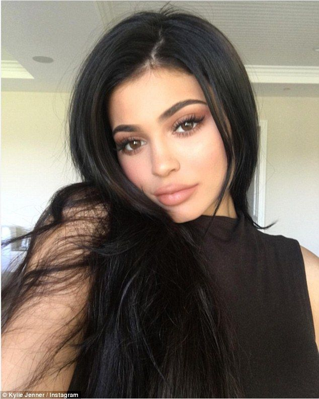 'happy thanksgiving': Kylie gave a simple Thanksgiving message on Thursday alongside this selfie