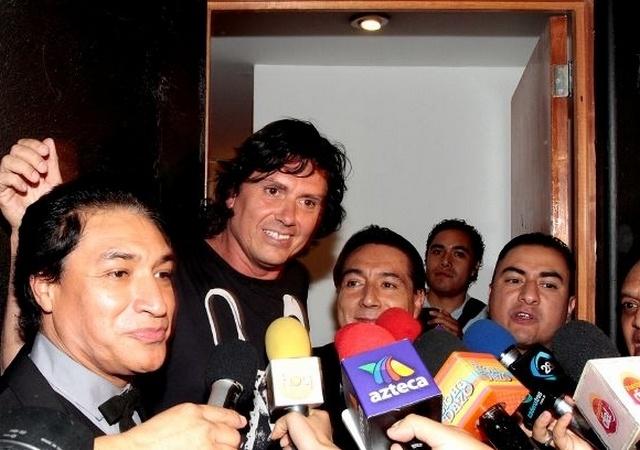 """Los Ángeles Azules filmó el video """"Entrega de amor"""", en el que participó Saúl Hernández, quien le da el toque rockero a este tema que buscará llegar a un público más joven. #Cumbia #Caifanes #Mexico"""