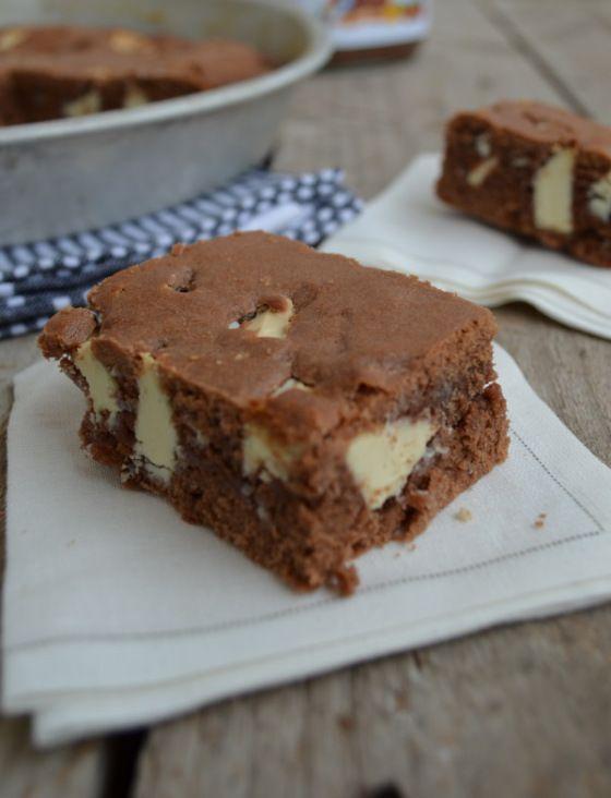 Κέϊκ νουτέλας και κομμάτια λευκής σοκολάτας με 4 μόνο υλικά