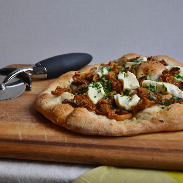 wild mushroom and crescenza pizza by turntable kitchen via flickr