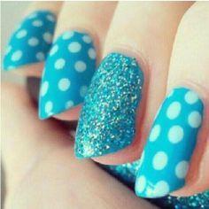 unha decorada azul bolinhas