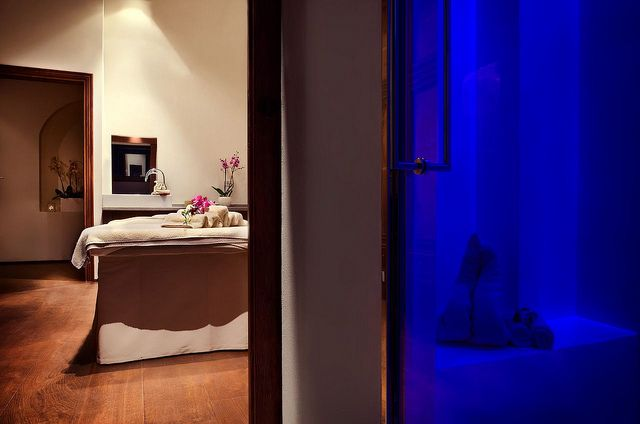 Get ready for the weekend with our Re-found Energy treatment. Detox, moisturize and relax with exclusive massages!   #spaday #totalrelax #tgif #luxuryhotel