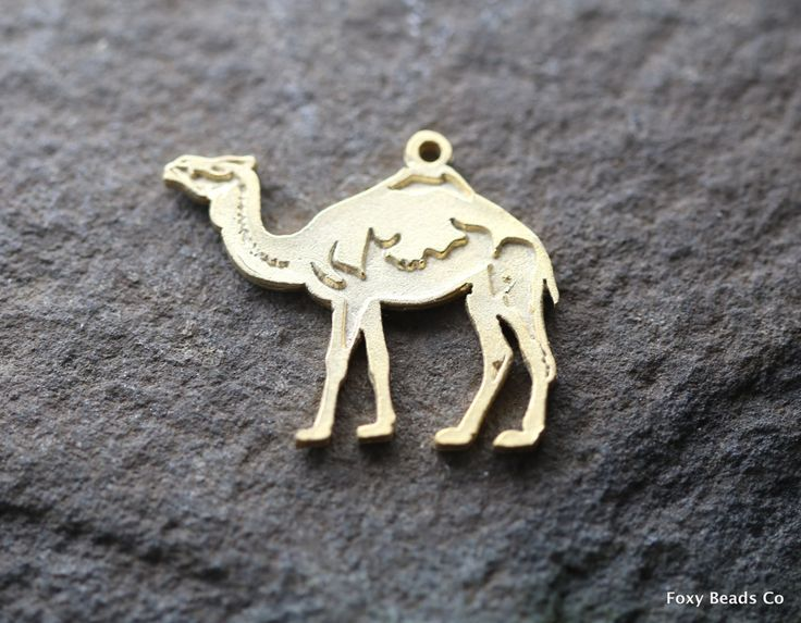 Camel Charm, Gold Camel Pendant, Camel Necklace, Animal Charm, Dessert Animal, Charm Bracelet, Wholesale Jewelry Findings MISCG060
