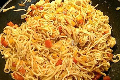 Gebratene Nudeln mit Gemüse und Fleisch (asiatisch)