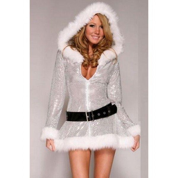 Мерцающее платье новогоднее с капюшоном и поясом. Мерцающее новогоднее платье серебристого цвета с капюшоном и черным поясом.