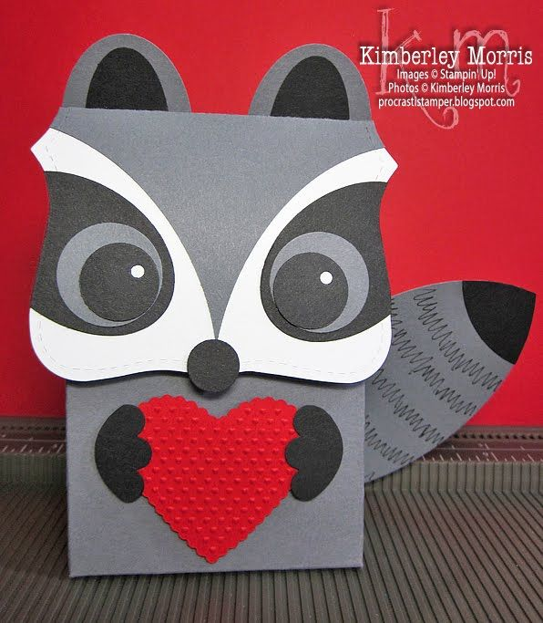 Oooooh, I love this little guy...doesn't he just steal your heart? Wanna make a dozen of your own?? Click through and subscribe to my blog updates, so you don't miss the video tutorial!!!