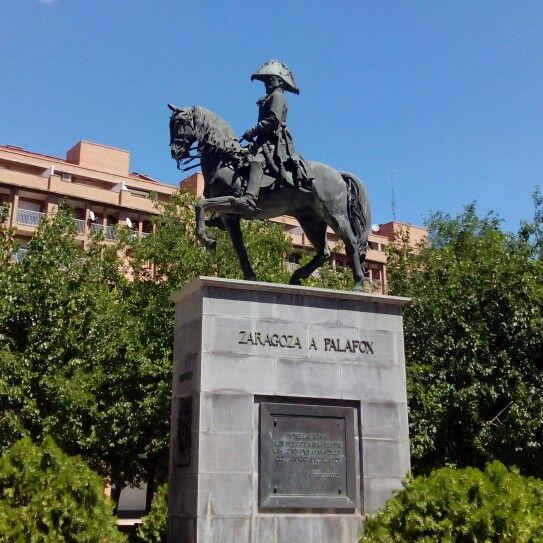 Monumento ecuestre del General Palafox, Capitán General de Aragon entre 1808 y 1809, en la plaza Jose Maria Forque #zaragozaguia #zaragoza #regalazaragoza #zaragozapaseando #zaragozaturismo #zaragozadestino #miziudad #zaragozeando #mantisgram #magicaragon #loves_zaragoza #loves_aragon #igerszaragoza #igerszgz #igersaragon #instazgz #instamaños #instazaragoza #zaragozamola