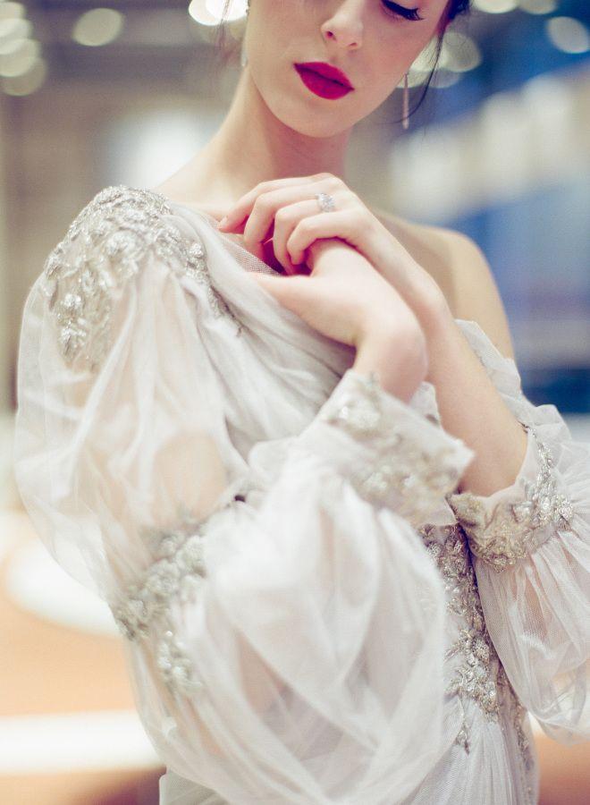 Vintage-esque Tara LaTour wedding dress: http://www.stylemepretty.com/2016/10/03/art-deco-inspo-that-brings-the-outdoors-in/ Photography: Kayla Barker - http://kaylabarker.com/
