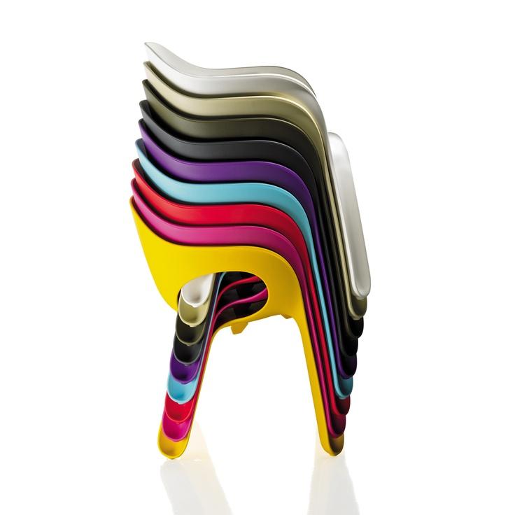 Modelo · Easy Chair · Magis · diseñado por Jerszy Seymour 2004.    Interpretación de la popular silla monobloque.