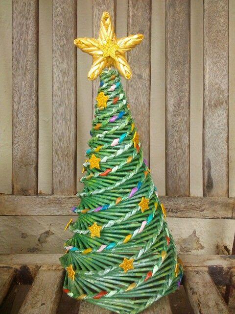 Arbolito de Navidad de periodico