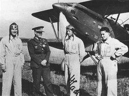 Část československé výpravy na mezinárodním leteckém mítinku v Curychu 1937. Zcela vpravo  je František Peřina.