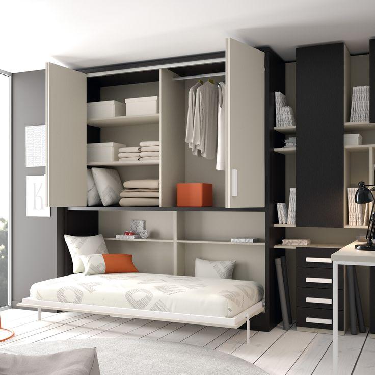 En este espacio, tenemos armario, cama y zona de estudio. Cuando no utilizamos la cama, nos queda una habitacion amplia.