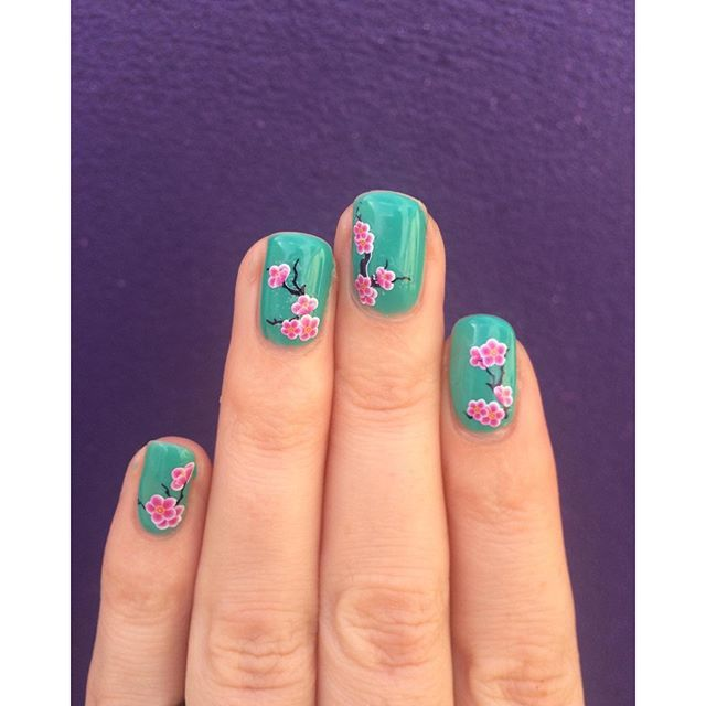 【simplynailzcom】さんのInstagramをピンしています。 《Sunday's are nail days :) #SimplyNailzArt #nails #nailart #notd #greennails #cherryblossoms》