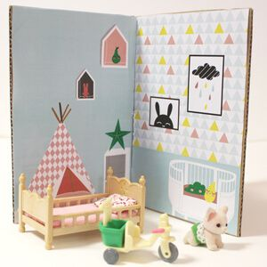 Créez une jolie maison pour poupées à transporter ! Un DIY très facile et pratique pour occuper les enfants en vacances. Découvrez tous nos ateliers enfants ...