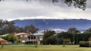 Hujan Salju Turun di Hawaii Akses ke Lereng Ditutup Sementara