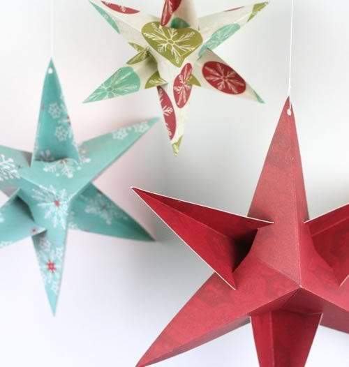 paper christmas star decorations big red closeup! Much easier to make then they look! http://www.homemade-gifts-made-easy.com/christmas-star-decorations.html