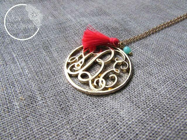 collier monogramme ABC stylisé tendance 2015 pompon rose fluo et perle vert opale tchèque - collection capsule : Collier par may-boheme
