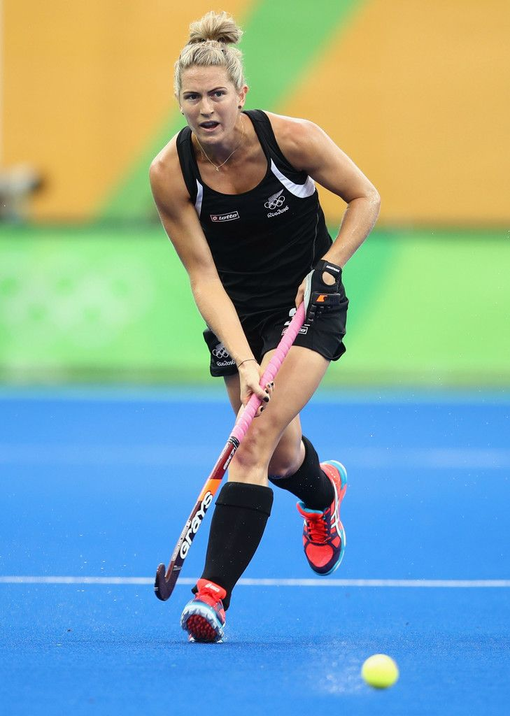 Stacey Michelsen of New Zealand dribbles the ball during the Women's Pool A Match between Spain and New Zealand on Day 5 of the Rio 2016 Olympic Games at the Olympic Hockey Centre on August 10, 2016 in Rio de Janeiro, Brazil.