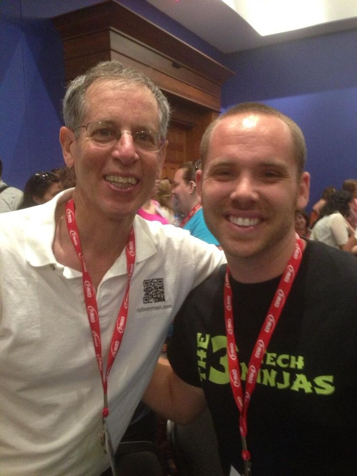 #SMARTee @TechNinjaTodd met @Cybrary Man at #HackEd13. Great photo guys.