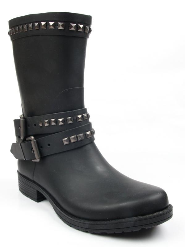 Sorte gummistøvler med studs  med ullsåle, leopard mønstret fôr innvendig  Normal i størrelsen, gå heller opp en størrelse hvis du er midt i mellom to størrelser  3 cm hæl