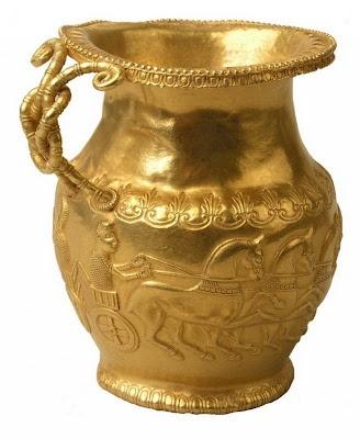 El tesoro de una princesa tracia ~  Jarra de oro,repujada con una alegoria referida a Apolo. Bulgaria