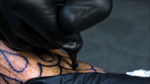 Hypnotic Slow-Motion Video Shows How Tattoos Are Applied - DesignTAXI.com